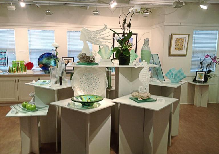 sculpture display an independent exhibit