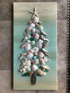 Canvas with shells forming a christmas tree